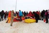 ANADOLU AJANSı - Karlı Dağlarda Rafting Heyecanı