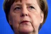 ANGELA MERKEL - Almanya Başbakanı Merkel Açıklaması 'Camilere Yapılan Saldırılar Demokrasi Ve Hoşgörüye Yapılmıştır'