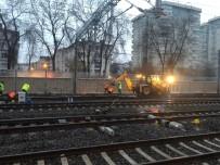HıZLı TREN - Başkent'te Raydan Çıkan Akaryakıt Treni Raylara Oturtularak Olay Yerinden Uzaklaştırıldı