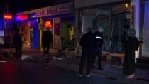 CERRAHPAŞA - Fatih'te Bir Otomobil İki İş Yerine Girdi Açıklaması 3 Yaralı