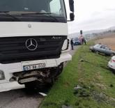 Kamyon İle Otomobiller Çarpıştı Açıklaması 5 Yaralı