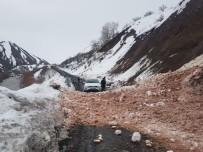 Karlıova-Yedisu Yolu Çığ Nedeniyle Kapandı
