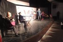 TİYATRO OYUNU - Malazgirt'te 'Memleket İstasyonu' Oyunu Sahnelendi