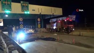 Niğde'de Otomobil Otobandaki Gişelere Çarptı Açıklaması 2 Ölü 1 Yaralı