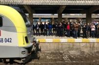 7 Yıl Sonra Yeniden Adapazarı Garı'na Gelen Ada Treni Bayraklarla Karşılandı