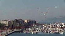TÜRK HAVA KURUMU - Çanakkale Semalarında Motorlu Yamaç Paraşütü Gösterisi
