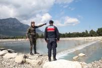 EMEKLİ ÖĞRETMEN - 65 Yaşındaki Emekli Öğretmen Kayıp Buse İçin Yollara Düştü