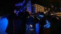 Elazığ'da Devrilen Otomobilde Sıkışan Anne İle Oğlu Yaralandı