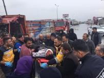 ALTıNOLUK - Kazada Sıkışan Kamyon Şoförü Ağır Yaralandı