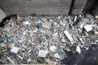 ÇAMLıCA - Su Kanalı Çöpten Geçilmiyor