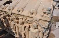 KÜLTÜR VE TURİZM BAKANI - Tarihi Lahit Maviye Boyandı