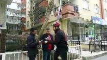 SEÇİM KAMPANYASI - 'Tek Teker' İle Seçmenden Babasına Oy İstiyor