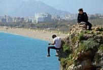 DENİZ POLİSİ - Antalya Falezlerde Korku Dolu Anlar