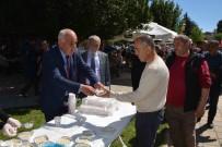 Başkan Karaçelik, Vatandaşlara 'Asker Aşı' İkram Etti