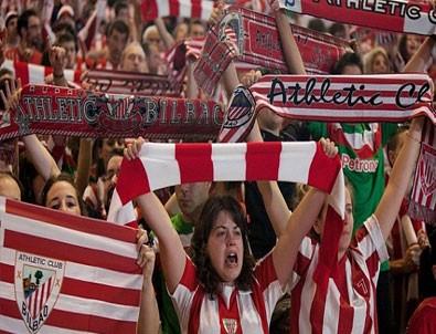 Kadınlar futbol maçında izleyici rekoru