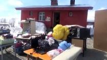 TİYATRO OYUNU - Muş'ta Üniversite Öğrencileri Köy Okulunu Onardı