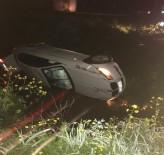 Otomobil Kanala Uçtu Açıklaması 2 Yaralı