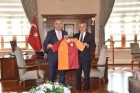 Albayrak'tan Vali Deniz'e Galatasaray Forması