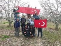 Elma İşçilerinden Türk Bayraklı Milli Mesaj