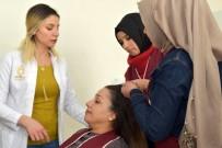 Genç Kızlar Kuaför Olmak İçin Mücadele Ediyor