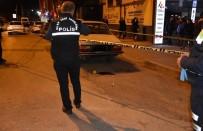 Hendek'te İlçe Emniyet Müdürlüğünün Önünde Silahlı Kavga Açıklaması 1 Yaralı