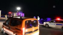 AHİ EVRAN ÜNİVERSİTESİ - Kırşehir'de Otomobille Tır Çarpıştı Açıklaması 3 Ölü, 3 Yaralı
