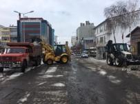 Belediye Ekiplerinin Kar Ve Buz Temizliği Devam Ediyor