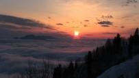 Bulut Denizinde Eşsiz Gün Batımı Manzarası