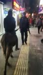 En İşlek Caddede Eşeğiyle Gezince Görenler Şaşkına Döndü