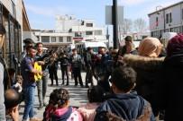 SOKAK SANATÇILARI - Güneşi Gören Sokak Sanatçıları Sahneye Çıktı