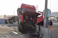 NEMRUT - Defalarca Kazanın Yaşandığı Yerde Bir Kaza Daha Açıklaması Yük Treni, Tıra Çarptı