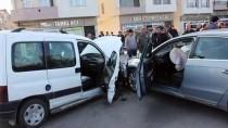 Ordu'da Otomobil İle Hafif Ticari Araç Çarpıştı Açıklaması 5 Yaralı