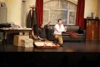 Sarıyer'de 'Profesyonel' Adlı Tiyatro Oyunu Sanatseverlerle Buluştu