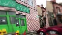 İngiltere'de 4 camiye balyozla saldırı