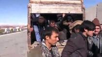 Kamyon Kasasında 72 Düzensiz Göçmen Yakalandı