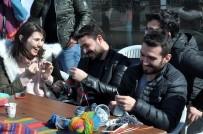 SOSYAL SORUMLULUK PROJESİ - Kars'ta Üniversite Öğrencileri İlmik İlmik Sevgi Örüyor