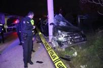 Kontrolden Çıkan Otomobil Elektrik Direğine Çarparak Durabildi Açıklaması 1 Ölü