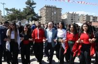 Mardin'de Coşkulu Bahar Ateşi