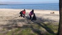 HAYVAN SEVGİSİ - Öğrenciler Sahillerde Çöp Topladılar