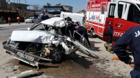 3 Aracın Karıştığı Kazada Can Pazarı Açıklaması 1'İ Ağır 2 Yaralı