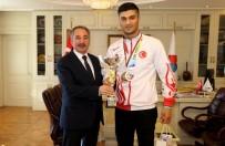 Ağrı İbrahim Çeçen Üniversitesi Öğrencisinin Boks Da Büyük Başarısı
