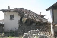 Deprem Bölgesinde Evi Yıkılan Vatandaşların Eşya Nöbeti Devam Ediyor