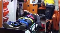 Düzensiz Göçmenleri Taşıyan Minibüs Devrildi Açıklaması 15 Yaralı
