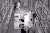 Hırsızlar 2 Eczaneyi Soydu