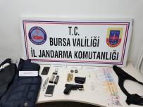 Jandarma 13 Suçtan Aranan Şahsı Kıskıvrak Yakaladı