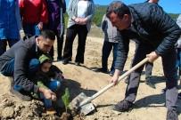 Öğrenciler 300 Fidanı Toprakla Buluşturdu