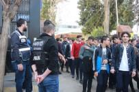 Polis Okul Önlerinde Adeta Kuş Uçurtmuyor