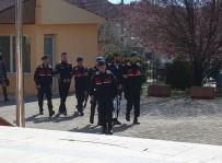 Sahte Jandarmalar 'Uydudan Evinizde Altınlar Gözüküyor' Diyerek Evi Talan Etti