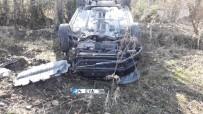 Takla Atan Otomobil Ağaçlık Alana Uçtu Açıklaması 2 Yaralı