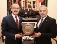 Vali Yavuz'dan Belediye Başkanlarına Teşekkür Plaketi